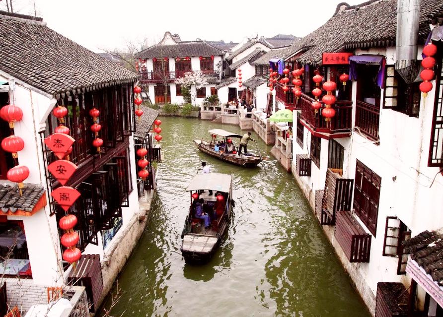 Прогулка по извилистым каналам на традиционной лодке санпан