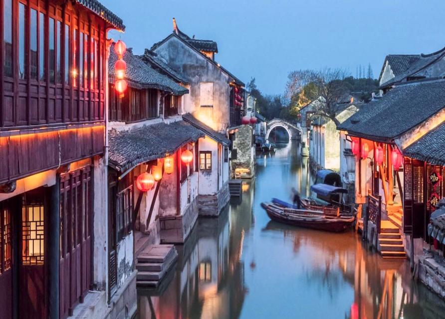 Старинные мощеные улицы и каменные мосты города, насчитывающего 1700 лет истории