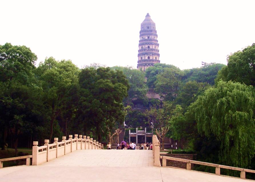 Холм Тигра и китайская «пизанская башня» — пагода Юньянь